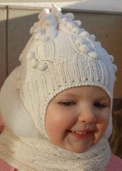 Детская шапка с узором косичка