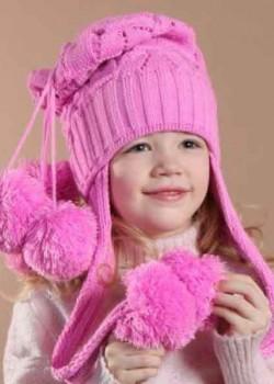 Розова шапка с помпонами